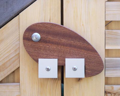 A close up of the latch, closed, shaped like a water drop.
